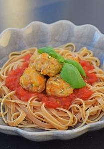 Kycklingfärsbullar i tomat